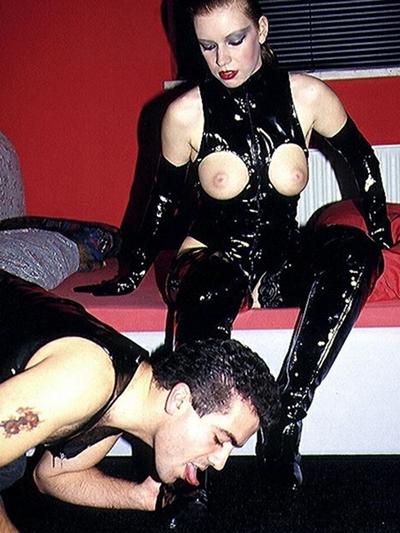 BDSM Stiefelherrin erzieht Telefon Stiefelsklaven